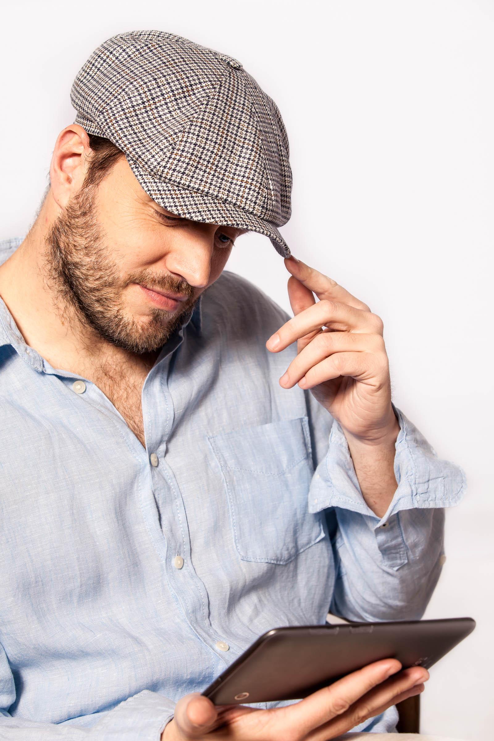 Mayser - reklamná fashion fotografia - biznismen v klobúku