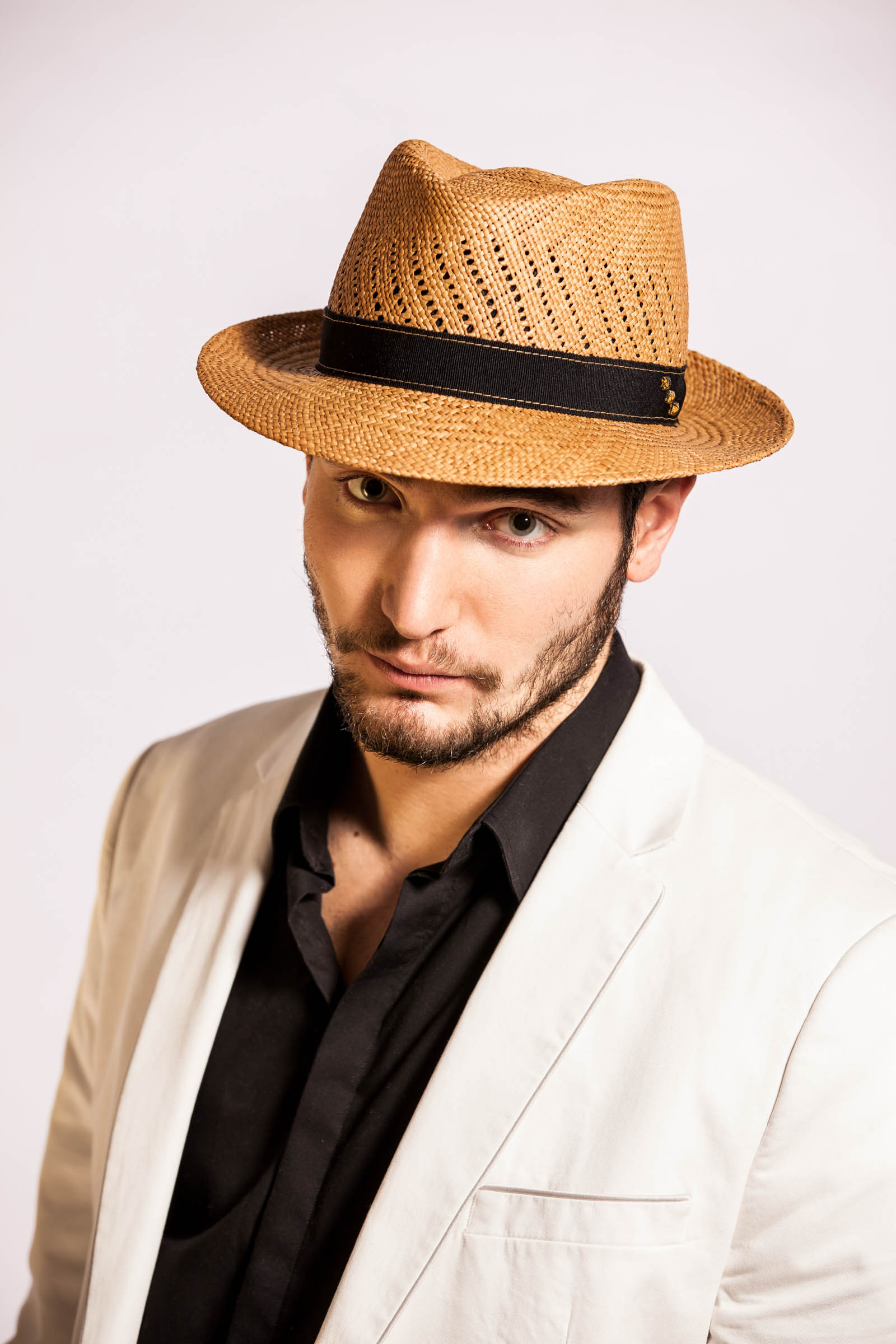 Mayser - reklamná fashion fotografia - pán v klobúku