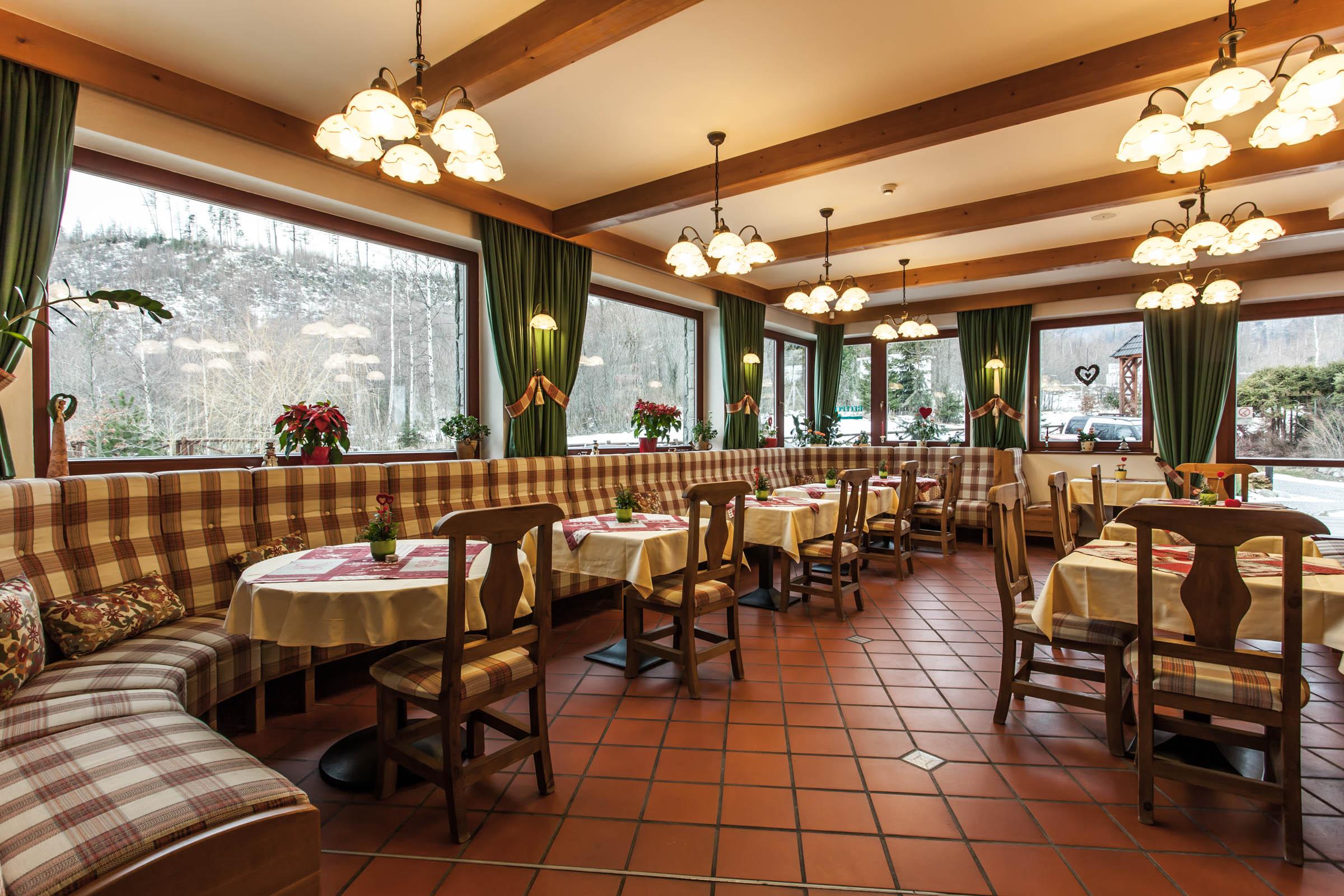 Tatranská Lomnica - interiér reštaurácie - portfólio bayus